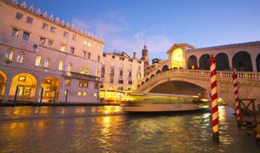 Navigazione serale in motoscafo privato sul Canal Grande